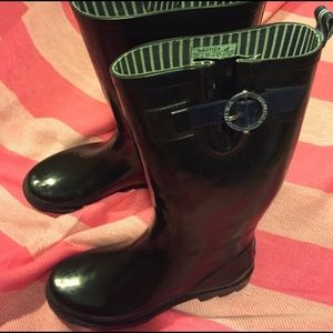 7.5 Nautica raining boots - Like New